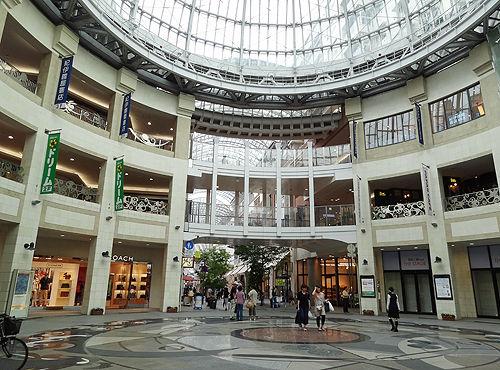 可香川県高松市の丸亀町商店街